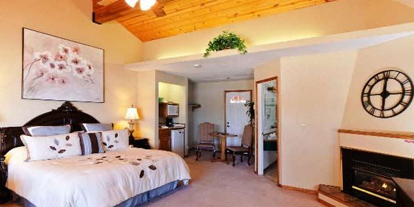 Mourelatos Lakeshore Vacation Rentals CA
