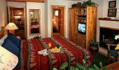 Red Wolf Lakeside Lodge Hotel Guest Bedroom